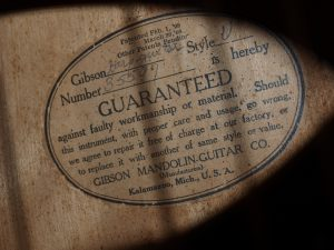 label of a Gibson Style U harp guitar
